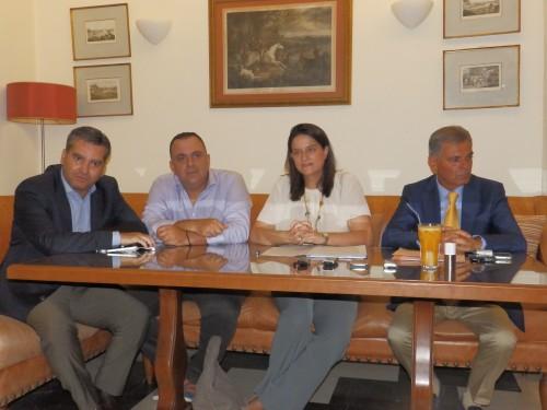 Στο πάνελ της χθεσινής συνάντησης: Μπ. Λυκούδης, Σ. Σαββαόγλου, Ν. Καραμέως, Β. Λουκέρης. Στον κύκλο: Η βουλευτής Νίκη Κεραμέως