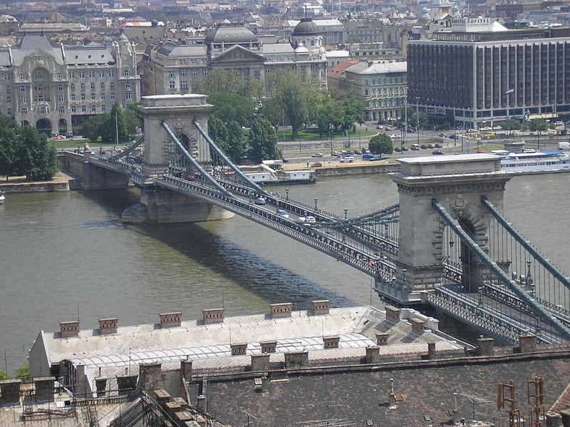 800px-Budapest_Chain_Bridge