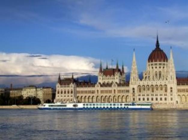 budapest-parliament_21000083