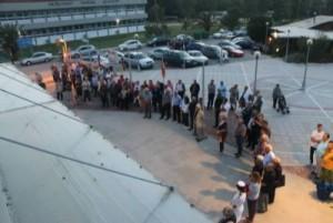 Φωτό από την σαββατιάτικη εκδήλωση στο Μπαστούνι για την ταμπέλα του Κάπτεν