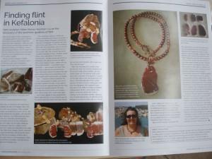 Το δημοσίευμα του περιοδικού Gems & Jewellery που παρουσιάζει την πρόσφατη δουλειά της Ελένης Σέρρα-Χέρμαν με πυριτόλιθο Κεφαλονιάς.