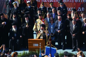Ο Μητροπολίτης κ. Δημήτριος ενώ ομιλεί προς το λαό της Κεφαλονιάς.