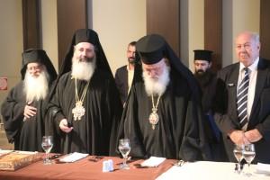 Ο κ. Δημήτριος, ο Αρχιεπίσκοπος και ο δήμαρχος, λίγο πριν αρχίσει το επίσημο γεύμα