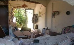 Φωτό απ' το σπίτι της 65χρονης γυναίκας από τη Λευκάδα μέσα στο οποίο την καταπλάκωσε βράχος που ήρθε από το βουνό...