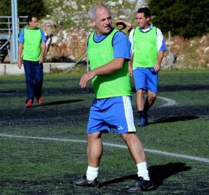 Ο Νίκος Κοσμετάτος (Κόκκος) στην τελευταία παρουσία του από το γήπεδο το Σάββατο, στον αγώνα παλαιμάχων στη μνήμη του τέως προέδρου της Εικοσιμίας Κώστα Μικελάτου (φωτό sportshea)