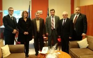 Φωτό από τη συνάντηση του περιφερειάρχη κ. Θ. Γαλιατσάτου με τον πρέσβη της Γεωργίας