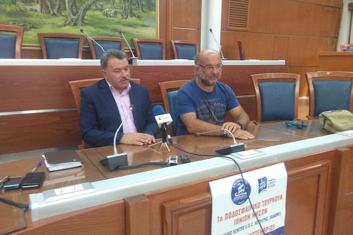 Στιγμιότυπο από τη συνέντευξη του Περιφερειάρχη κ. Θέδωρου Γαλιατσάτου και του προέδρου ΕΠΣ Κέρκυρας κ. Παναγιώτη Ποζίδη
