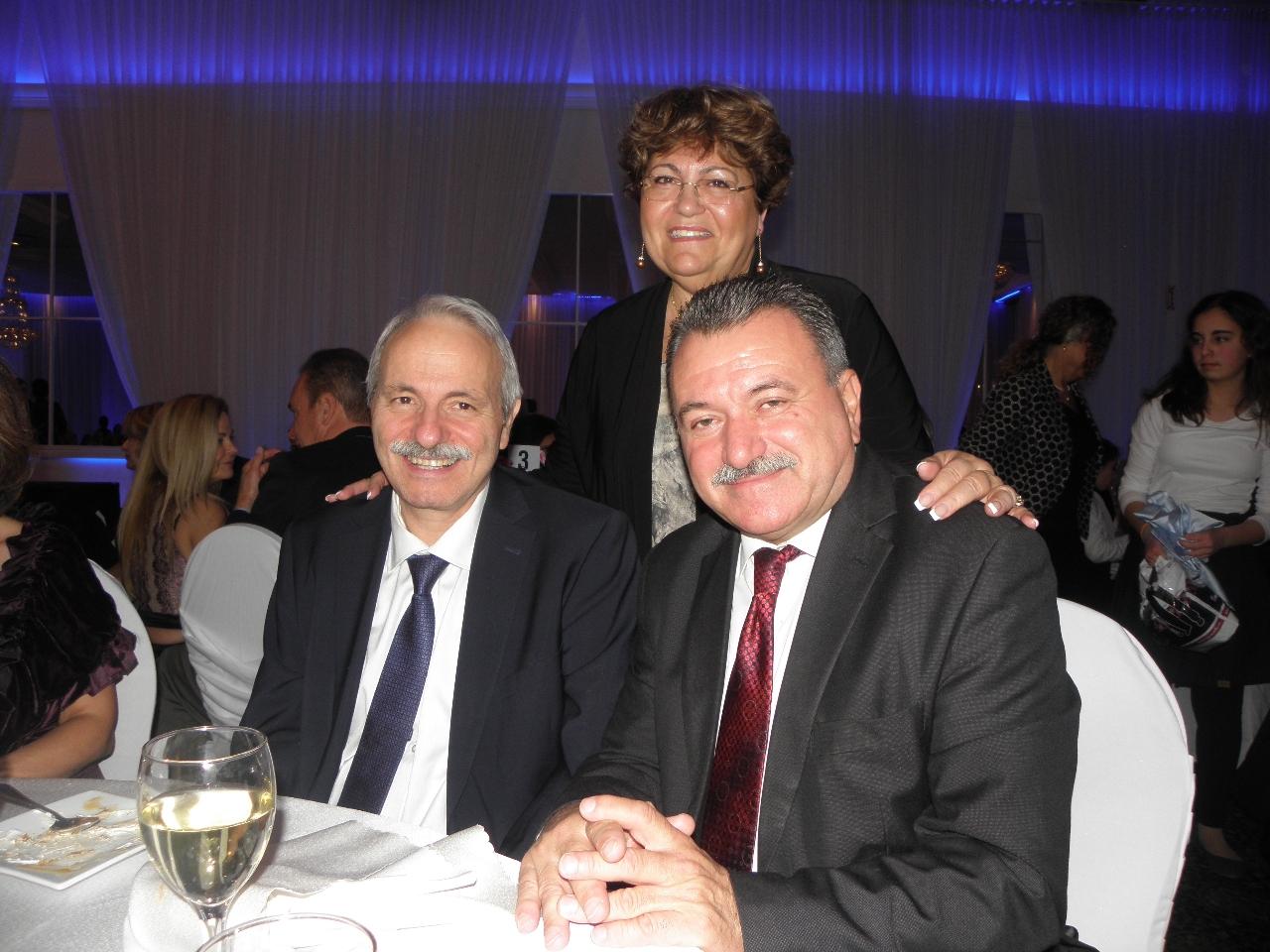 Ο Θ. Γαλιατσάτος με τον Πρέσβη της Ελλάδας στον Καναδά και την αντιδήμαρχο Μόντρεαλ στη χοροεσπερίδα των Κεφαλλήνων του Καναδά.